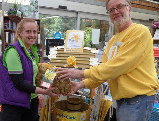 Wyevale garden centre donating bulbs to Marie Curie